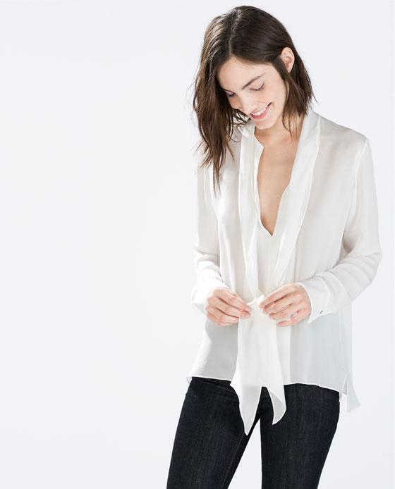 Blusa con cuello lazo de Zara por 49,95€
