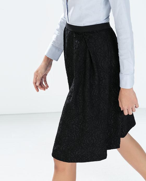 Falda encaje acoplado tablas de Zara por 39,95€